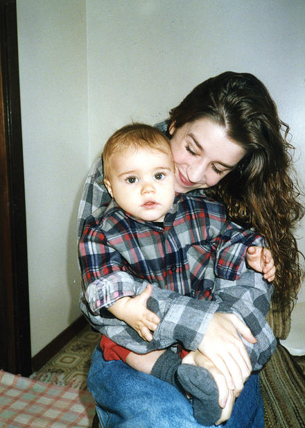 The Baby Biebs and his mom. Altogether now: awww!