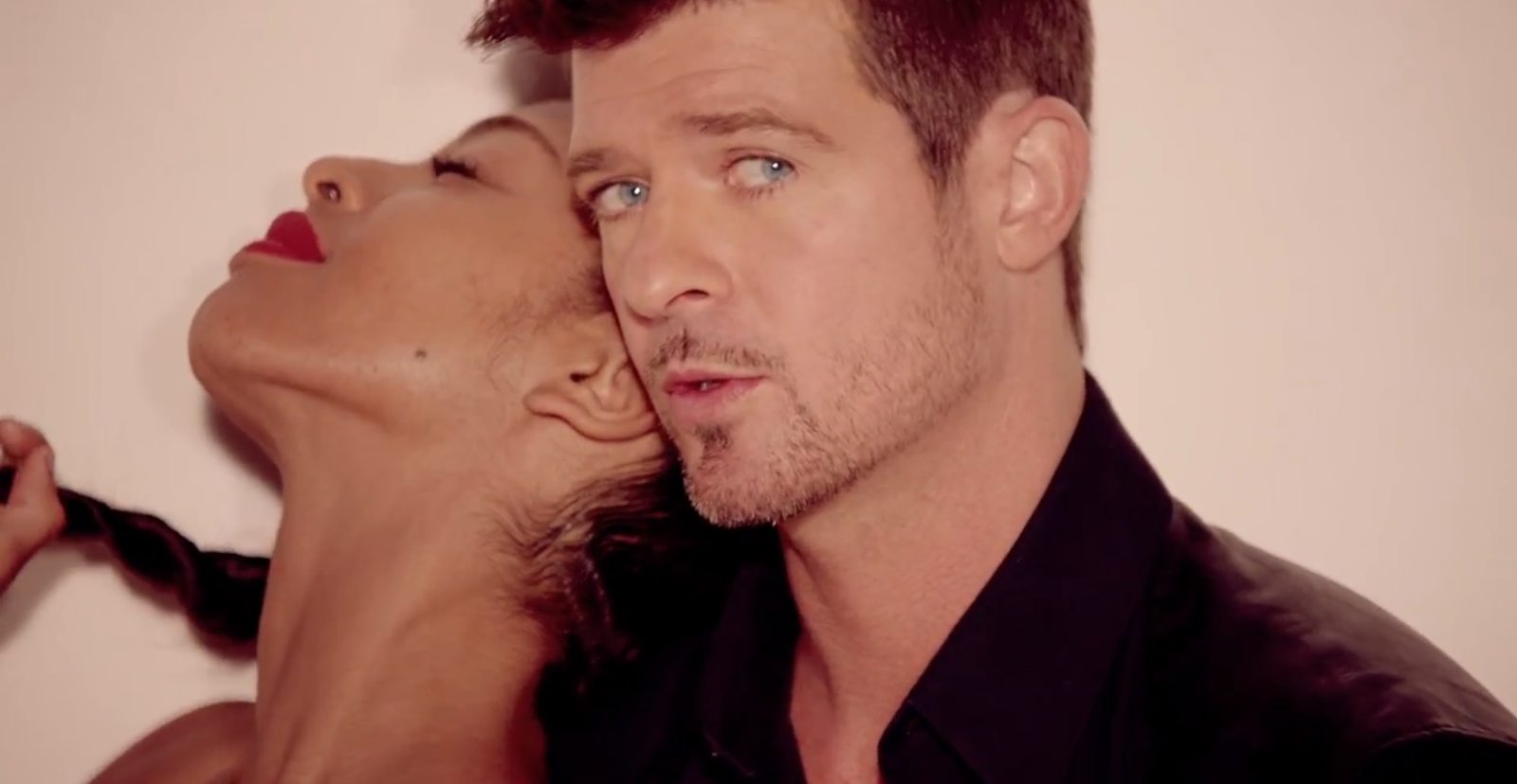000robin-thicke-blurred-lines-t-i-pharrell-hyypezup