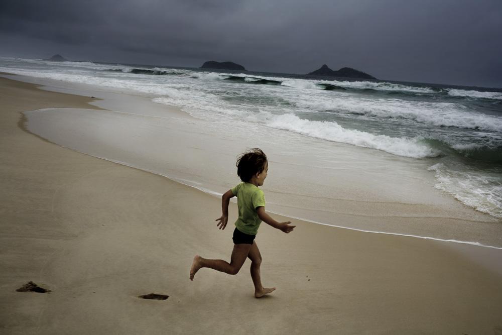 boy, run, ocean
