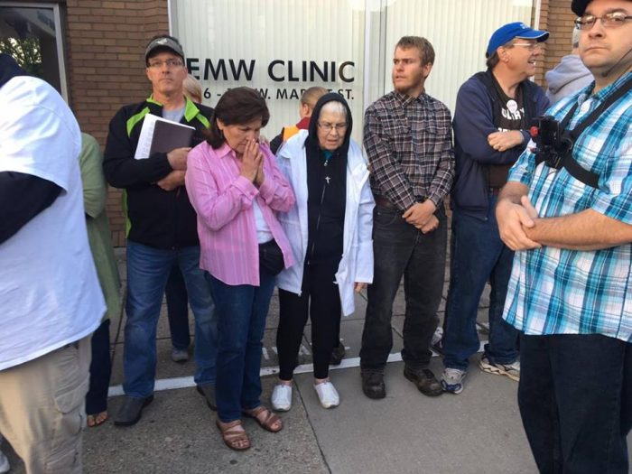Eva Edl praying at EMW abortion clinic (image credit: Jordan Roose)
