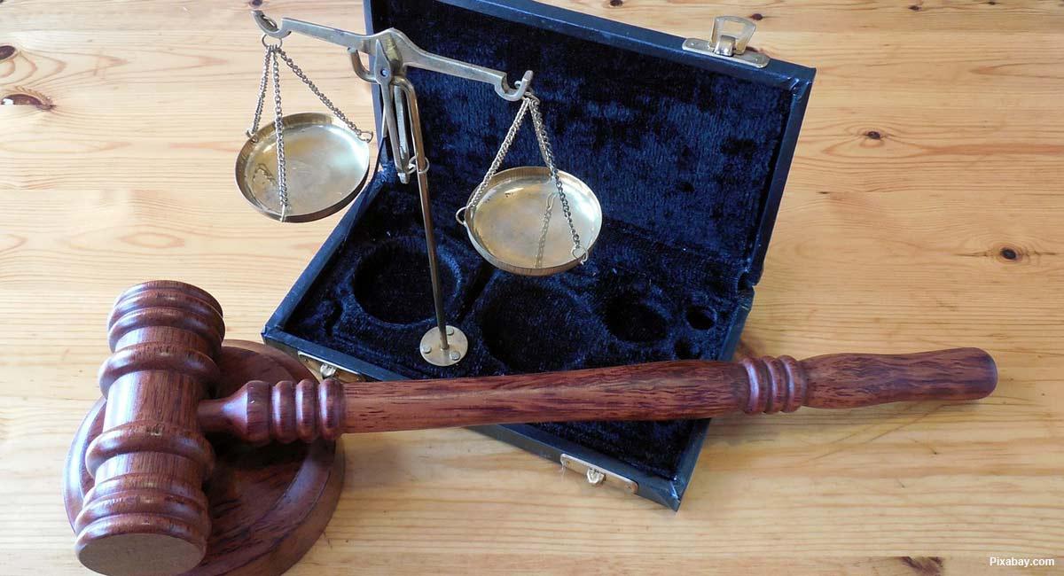 judge-gavel-law